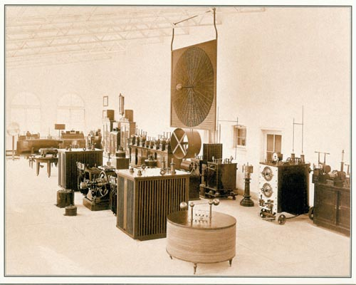 A neatly arranged presentation of Tesla's equipment in his Waldorf Astoria hotel room.